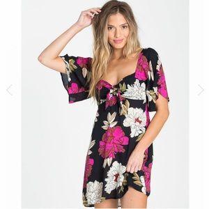 NWT. Billabong dress. Size - S